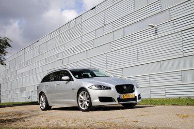 Populairste Jaguar van Nederland: XF 2.2 D met drie Option Packs Tijdelijk: Sport-, Comfort- én Tech Pack zonder meerprijs Klantvoordeel: tot ruim € 10.000